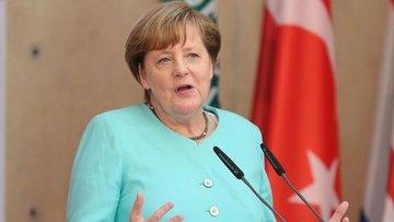 """Angela Merkel'den bir kez daha """"İncirlik'ten çekiliriz"""" a..."""