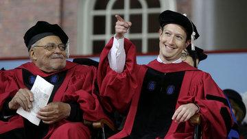 Zuckerberg 13 yıl aradan sonra Harvard diplomasına kavuştu