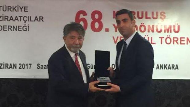 Türkiye Ziraatçılar Derneği'nden İrfan Donat'a ödül