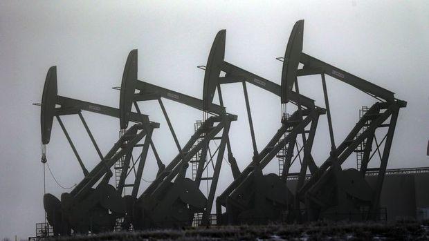 ABD'de petrol stokları azalırken üretim arttı