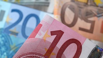 Euro Bölgesinde enflasyon beklentisi düşürüldü