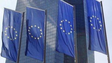 Euro bölgesi ekonomisi 6 ayın en yavaş büyümesini kaydetti