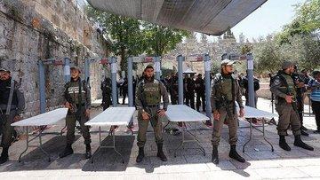 İsrail Mescid-i Aksa'nın kapılarındaki dedektörleri kaldı...