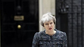 İngiltere Başbakanı May'den Trump'a 'ırkçı olaylar' eleşt...