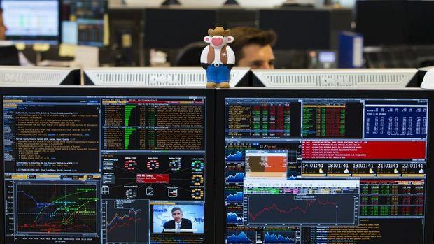 """Küresel Piyasalar: """"AMB"""" sonrası euro zayıfladı, hisseler geriledi"""