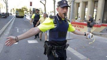 İspanya'da minibüs kalabalığın arasına daldı