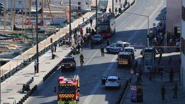 Marsilya'da araç otobüs durağına daldı: En az 1 ölü