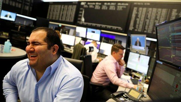 Küresel Piyasalar: Dolar değer kazanırken hisseler yükseldi, altın düştü