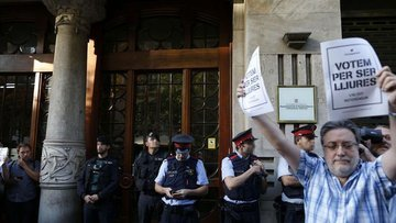 İspanya polisinden Katalan hükümetinin genel merkezine ba...