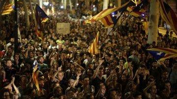 İspanya'da gerilim tırmanıyor: Katalanlar geceyi sokakta ...