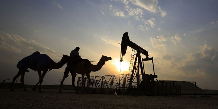 """Petrol """"stok"""" beklentileri ile 50 dolar civarında tutundu"""