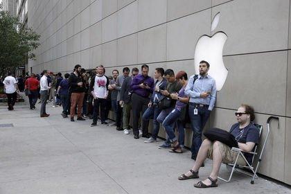 Apple çatısı MacBook şeklinde mağaza açtı