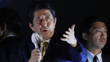 Japonya'da genel seçimin galibi Başbakan Abe