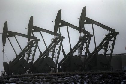Petrol ABD'de stokların azalması ile yükseldi