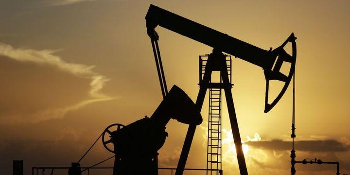 """Petrol """"ABD stokları"""" ile 54 dolara yakın yatay seyrediyor"""