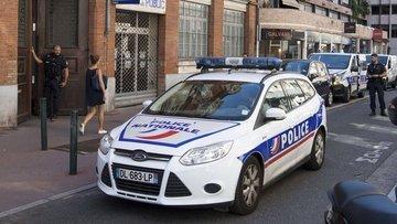 Fransa'da öğrencilerin üzerine araç sürüldü