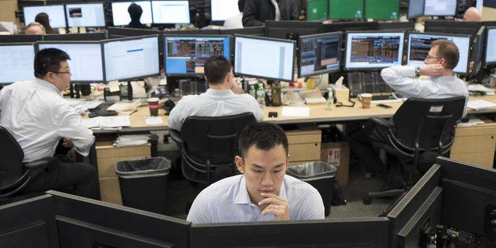 Küresel Piyasalar: Dolar üç haftanın en düşüğünde, hisseler değer kaybetti