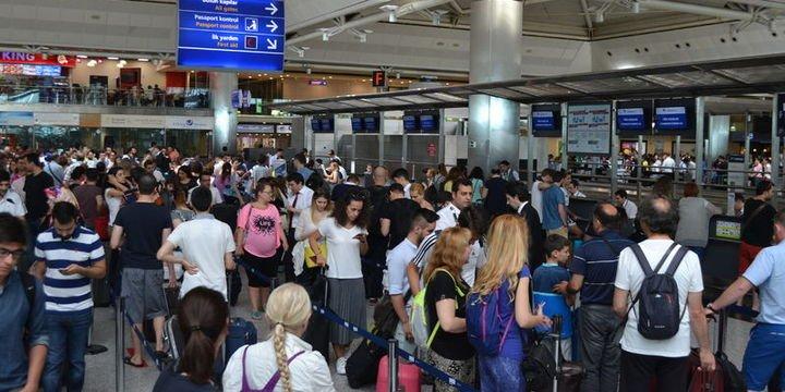 İstanbul havalimanlarından 10 ayda 80 milyon yolcu geçti