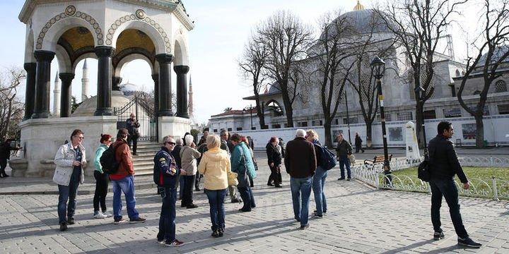 Turistler en çok Antalya ve İstanbul