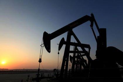 Petrol ABD'de üretimin rekora çıkmasıyla 57 dol...