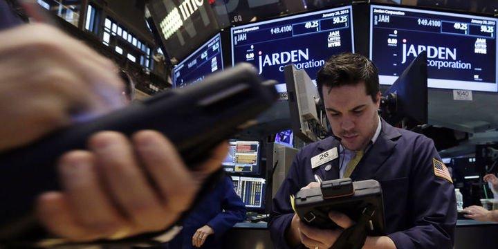 """Küresel Piyasalar: dolar hafif yükseldi, hisseler ve euro """"Katalonya"""" baskısı altında"""