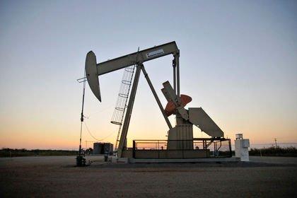 Petrol Libya'da üretimin azalmasından destek buldu
