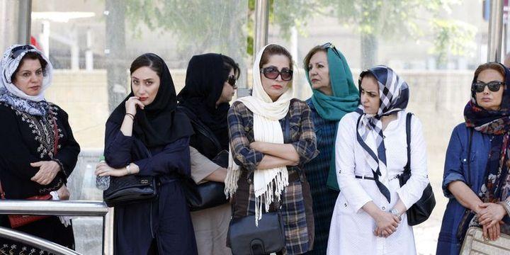 İran'dan devrim gibi kıyafet kararı: Artık kadınlar tutuklanmayacak
