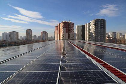 Çatıda güneş ve rüzgardan elektrik üretmek serbest