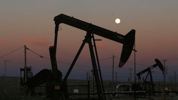 Petrol stoklardaki düşüşle 3 yılın zirvesi yakınında seyr...