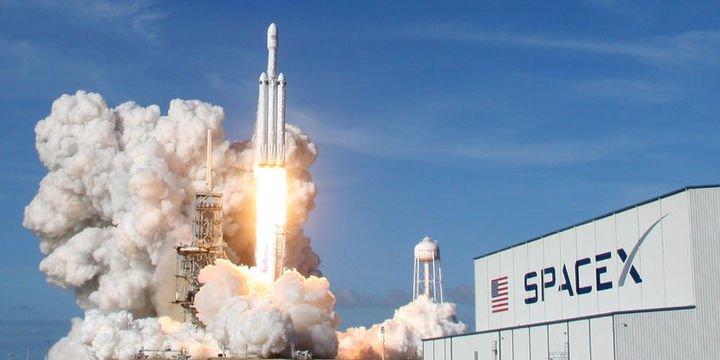 SpaceX dünyanın en güçlü roketi Falcon Heavy