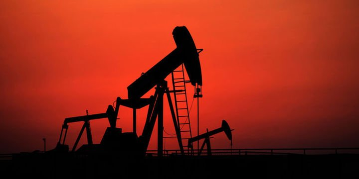 Petrol son 1 yılın en büyük haftalık kaybına yöneldi