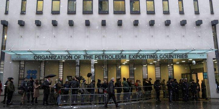 """OPEC üretimi """"Venezuela"""" ile bir yılın en düşüğüne indi"""