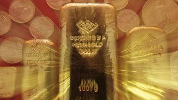 Altın dikkatlerin ABD'ye çevrilmesi ile kazançlarını korudu