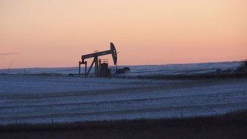 OPEC ve diğer üreticilerin arz fazlasını neredeyse sildiğ...