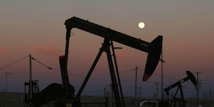 Petrol ABD üretimine ilişkin endişelerle kaybını korudu