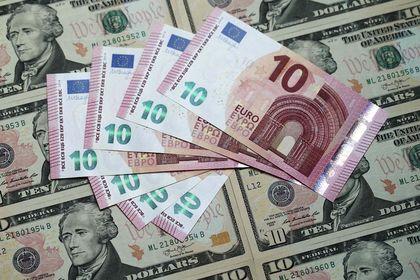 """Dolar """"İtalya"""" ile euro karşısında 6 buçuk ayın..."""