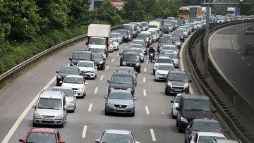 TEM'de bayram dönüşü trafiği: Kilometrelerce kuyruk oluştu