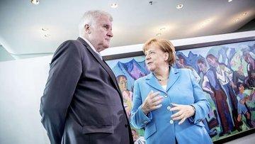 Almanya'da hükümette sığınmacı çatlağı sürüyor