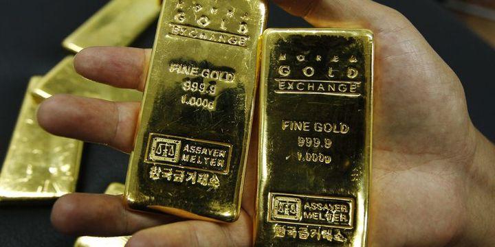Altın güçlü doların baskısı altında