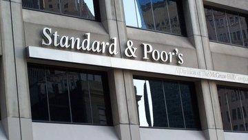 """S&P Yunanistan'ın görünümünü """"pozitife"""" çevirdi"""